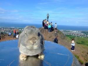 Jared em um ponto turístico na Escócia